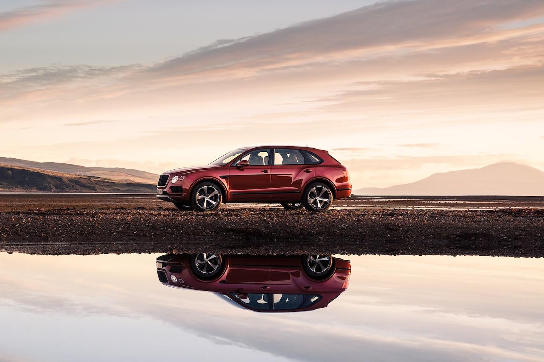 2019 Bentley Bentayga V8 Side Wallpapers (6)
