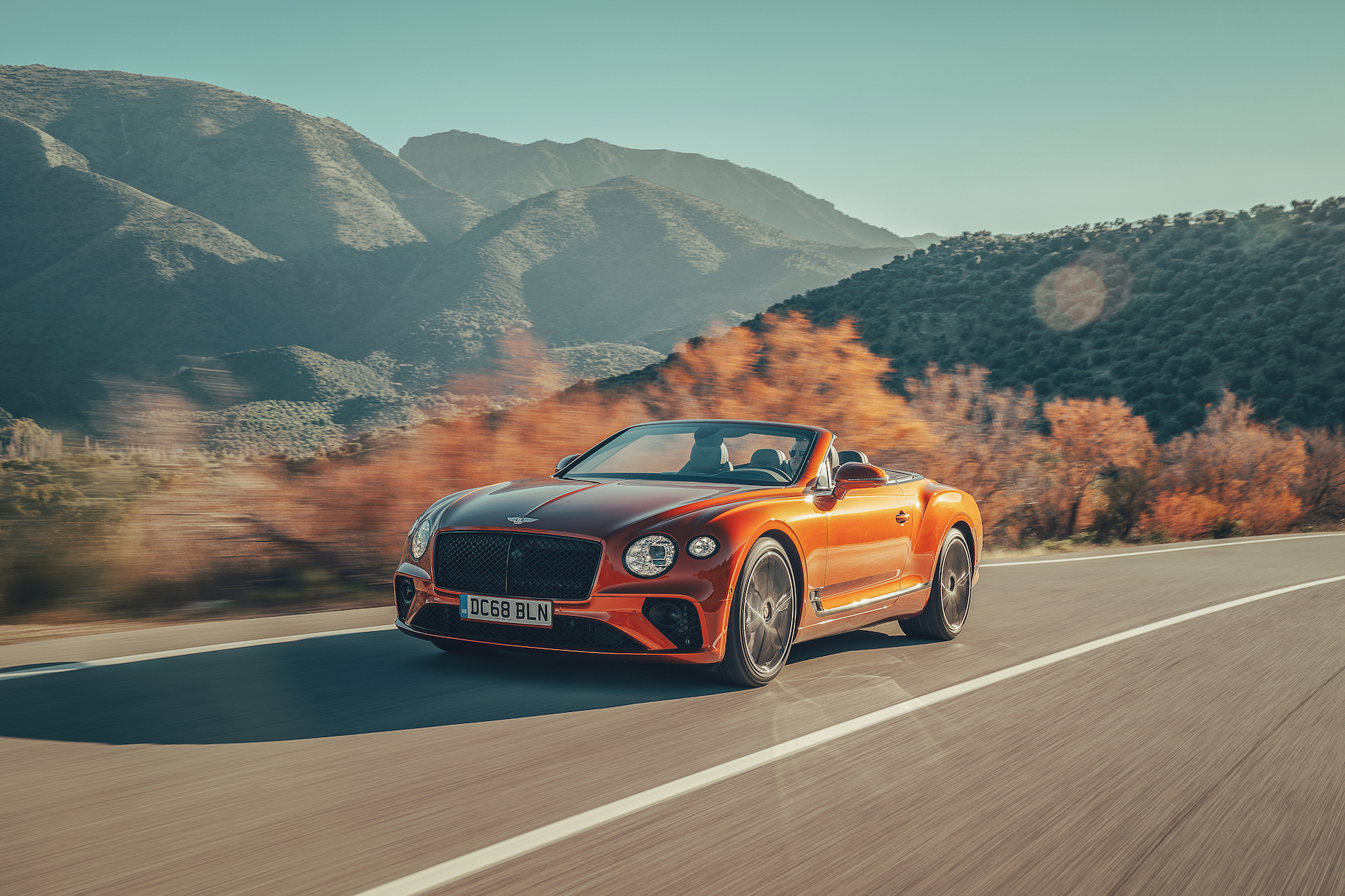 2019 Bentley Continental GT Convertible (Color: Orange Flame) Front Three-Quarter Wallpaper (2)