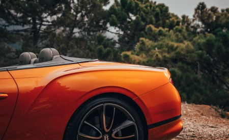 2019 Bentley Continental GT Convertible (Color: Orange Flame) Rear Bumper Wallpaper 450x275 (22)
