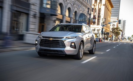 2019 Chevrolet Blazer Front Three-Quarter Wallpaper 450x275 (53)