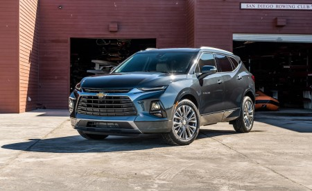 2019 Chevrolet Blazer Front Three-Quarter Wallpaper 450x275 (46)