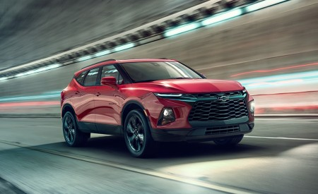 2019 Chevrolet Blazer RS Front Three-Quarter Wallpaper 450x275 (70)