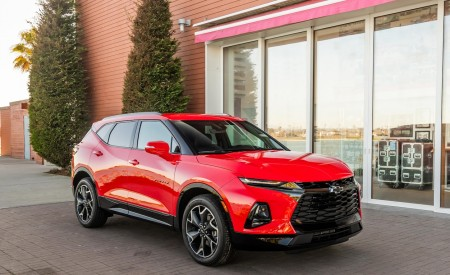 2019 Chevrolet Blazer RS Front Three-Quarter Wallpaper 450x275 (12)