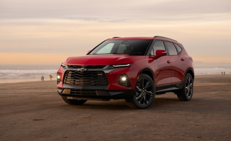 2019 Chevrolet Blazer RS Front Three-Quarter Wallpaper 450x275 (11)