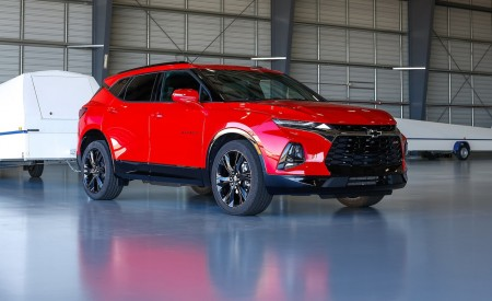 2019 Chevrolet Blazer RS Front Three-Quarter Wallpaper 450x275 (13)