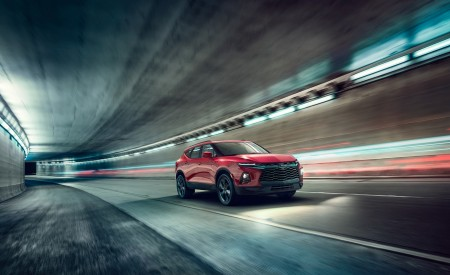 2019 Chevrolet Blazer RS Front Three-Quarter Wallpaper 450x275 (71)