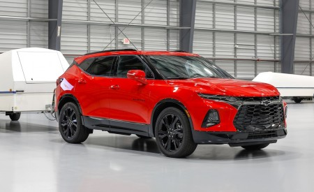 2019 Chevrolet Blazer RS Front Three-Quarter Wallpaper 450x275 (14)
