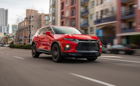 2019 Chevrolet Blazer RS Front Three-Quarter Wallpaper 450x275 (7)