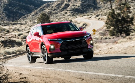 2019 Chevrolet Blazer RS Front Three-Quarter Wallpaper 450x275 (5)