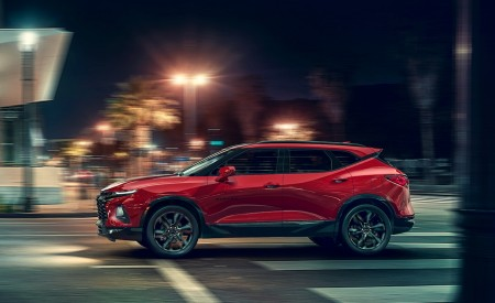 2019 Chevrolet Blazer RS Side Wallpaper 450x275 (72)