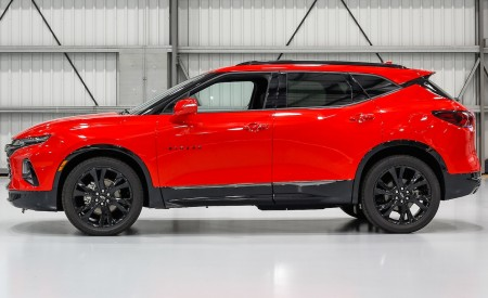 2019 Chevrolet Blazer RS Side Wallpaper 450x275 (19)