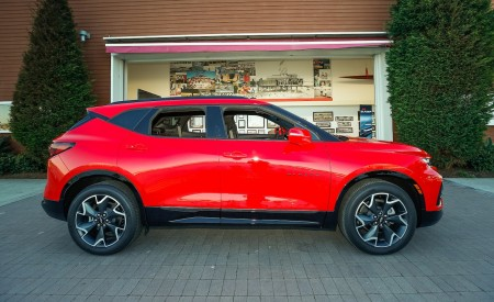 2019 Chevrolet Blazer RS Side Wallpaper 450x275 (20)
