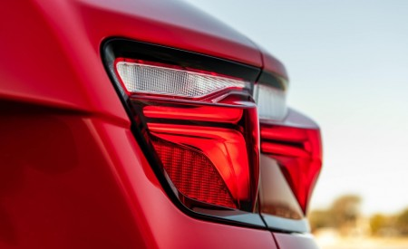 2019 Chevrolet Blazer RS Tail Light Wallpaper 450x275 (32)
