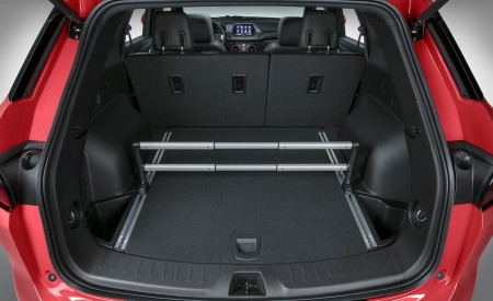 2019 Chevrolet Blazer RS Trunk Wallpaper 450x275 (38)