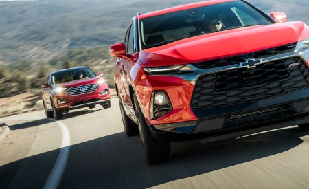 2019 Chevrolet Blazer RS vs 2019 Ford Edge Titanium Front Wallpaper 450x275 (3)