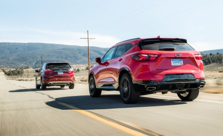2019 Chevrolet Blazer RS vs 2019 Ford Edge Titanium Rear Three-Quarter Wallpaper 450x275 (4)