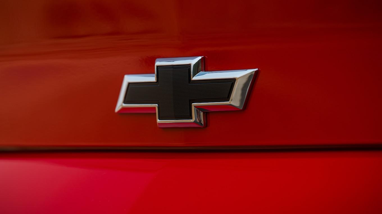 2019 Chevrolet Camaro Turbo 1LE Badge Wallpapers (15)