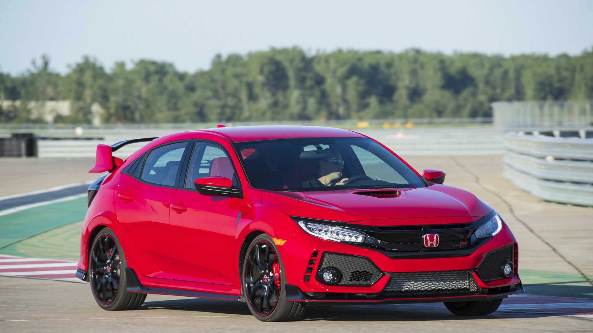 2019 Honda Civic Type R (Color: Rallye Red) Front Three-Quarter Wallpaper (7)