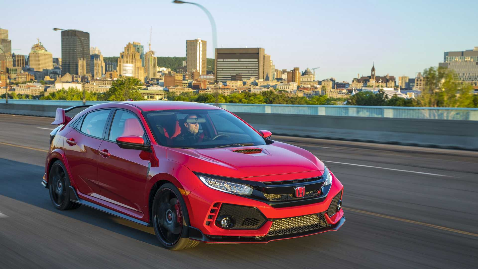 2019 Honda Civic Type R (Color: Rallye Red) Front Three-Quarter Wallpaper (8)