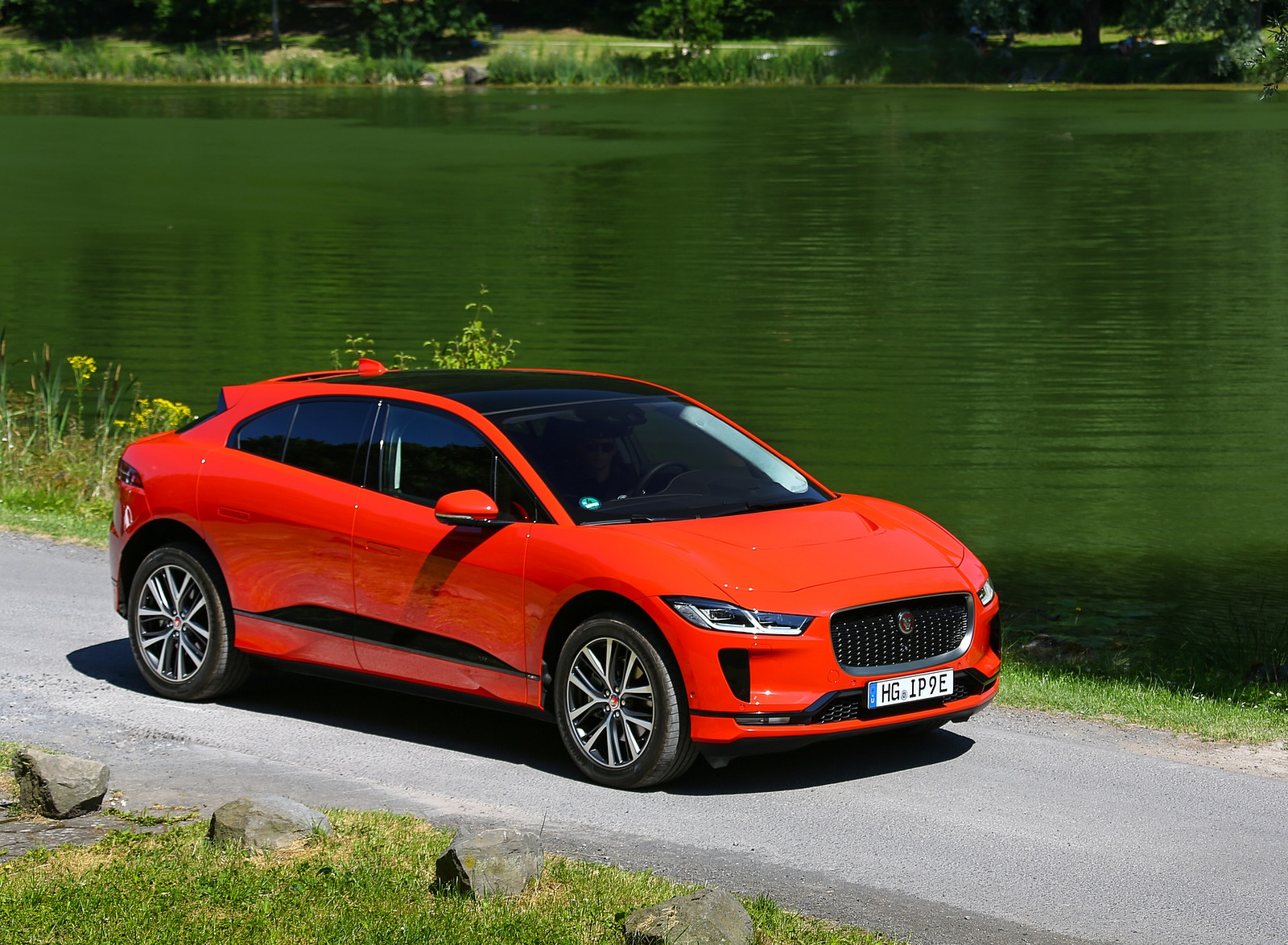 2019 Jaguar I-PACE EV400 AWD HSE First Edition (Color: Photon Red) Front Three-Quarter Wallpapers #44 of 192