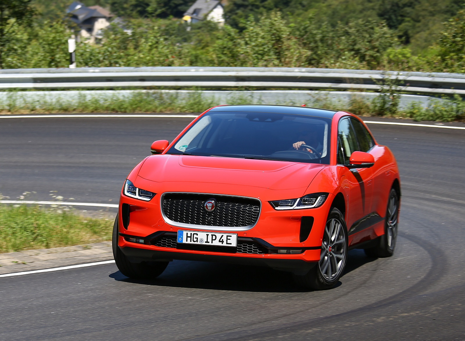 2019 Jaguar I-PACE EV400 AWD HSE First Edition (Color: Photon Red) Front Three-Quarter Wallpapers #35 of 192