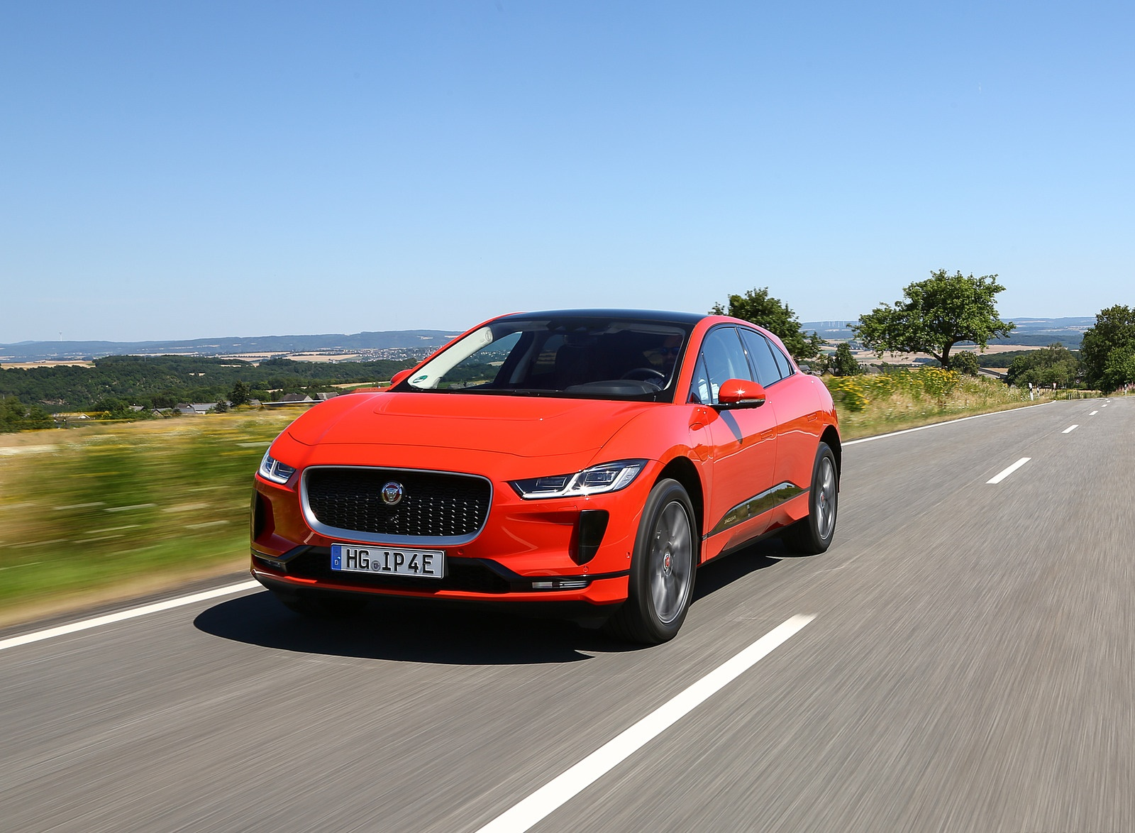 2019 Jaguar I-PACE EV400 AWD HSE First Edition (Color: Photon Red) Front Three-Quarter Wallpapers #20 of 192