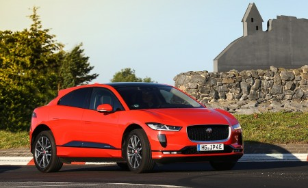 2019 Jaguar I-PACE EV400 AWD HSE First Edition (Color: Photon Red) Front Three-Quarter Wallpapers 450x275 (45)