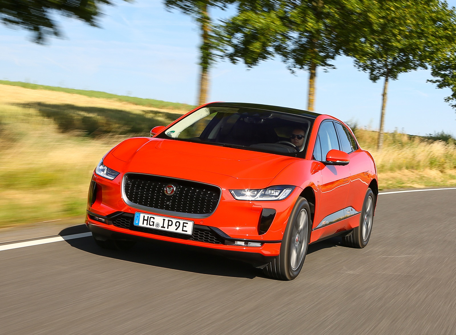 2019 Jaguar I-PACE EV400 AWD HSE First Edition (Color: Photon Red) Front Three-Quarter Wallpapers #11 of 192