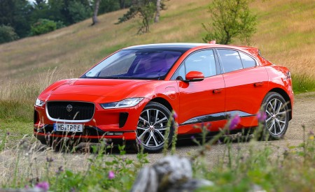 2019 Jaguar I-PACE EV400 AWD HSE First Edition (Color: Photon Red) Front Three-Quarter Wallpapers 450x275 (46)