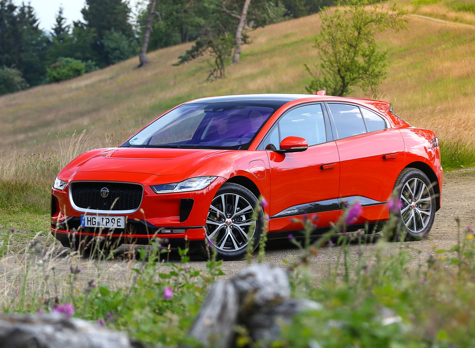 2019 Jaguar I-PACE EV400 AWD HSE First Edition (Color: Photon Red) Front Three-Quarter Wallpapers #46 of 192