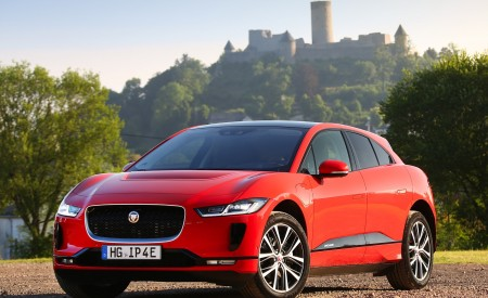 2019 Jaguar I-PACE EV400 AWD HSE First Edition (Color: Photon Red) Front Three-Quarter Wallpapers 450x275 (56)