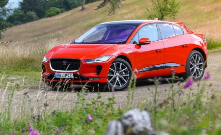 2019 Jaguar I-PACE EV400 AWD HSE First Edition (Color: Photon Red) Front Three-Quarter Wallpapers 450x275 (47)