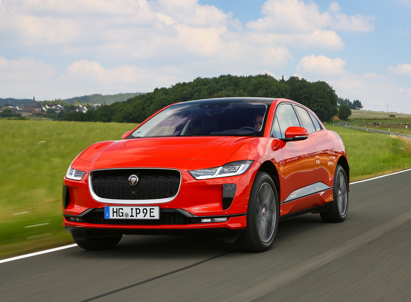 2019 Jaguar I-PACE EV400 AWD HSE First Edition (Color: Photon Red) Front Three-Quarter Wallpapers #36 of 192