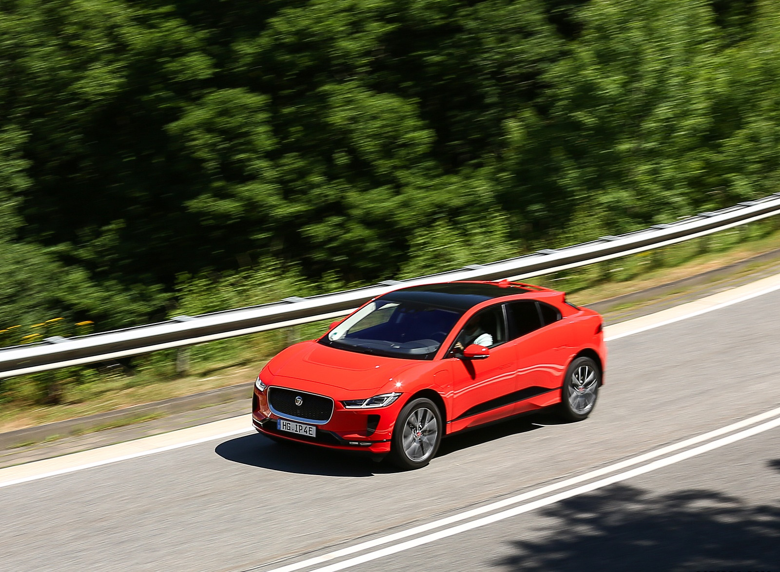 2019 Jaguar I-PACE EV400 AWD HSE First Edition (Color: Photon Red) Front Three-Quarter Wallpapers #28 of 192