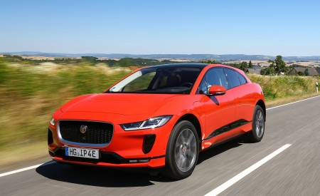 2019 Jaguar I-PACE EV400 AWD HSE First Edition (Color: Photon Red) Front Three-Quarter Wallpapers 450x275 (21)