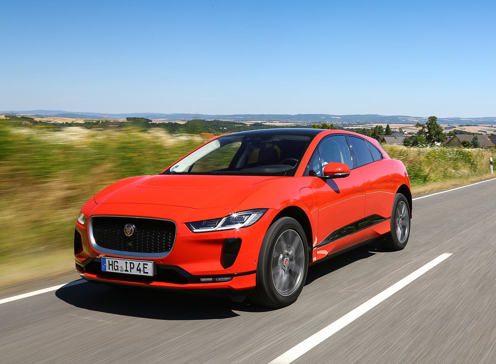 2019 Jaguar I-PACE EV400 AWD HSE First Edition (Color: Photon Red) Front Three-Quarter Wallpapers #21 of 192