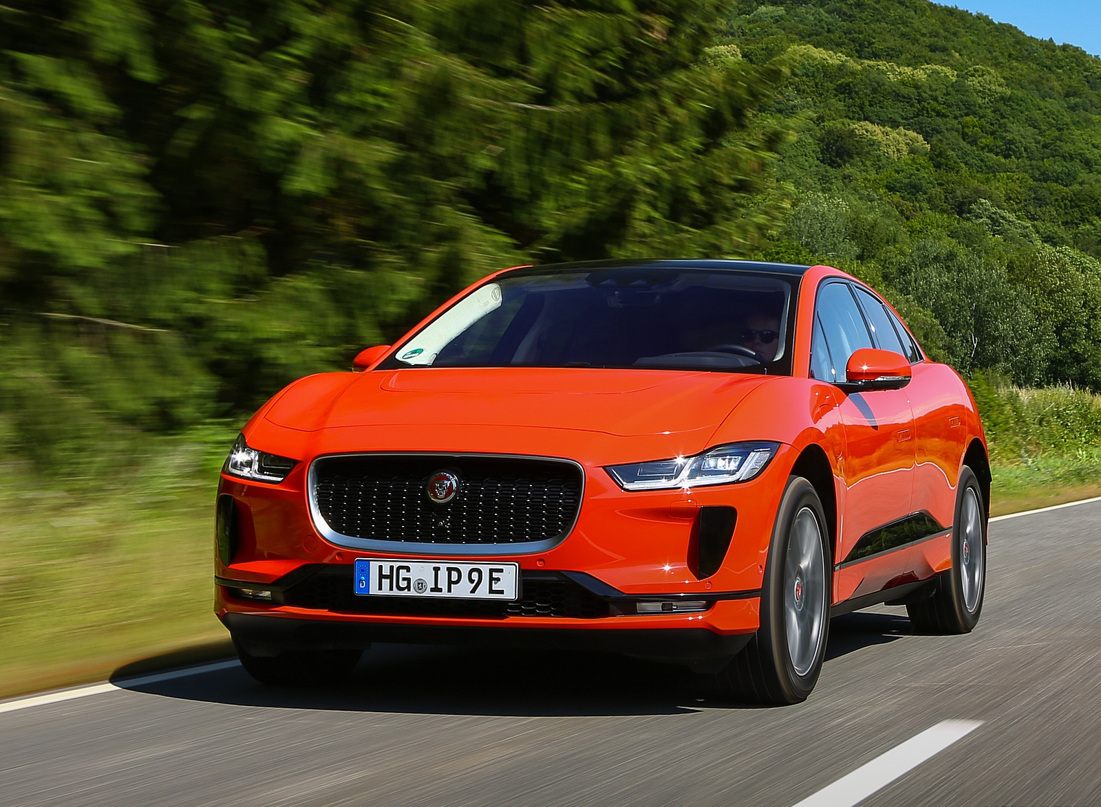 2019 Jaguar I-PACE EV400 AWD HSE First Edition (Color: Photon Red) Front Three-Quarter Wallpapers (12)