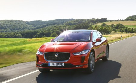 2019 Jaguar I-PACE EV400 AWD HSE First Edition (Color: Photon Red) Front Three-Quarter Wallpapers 450x275 (3)