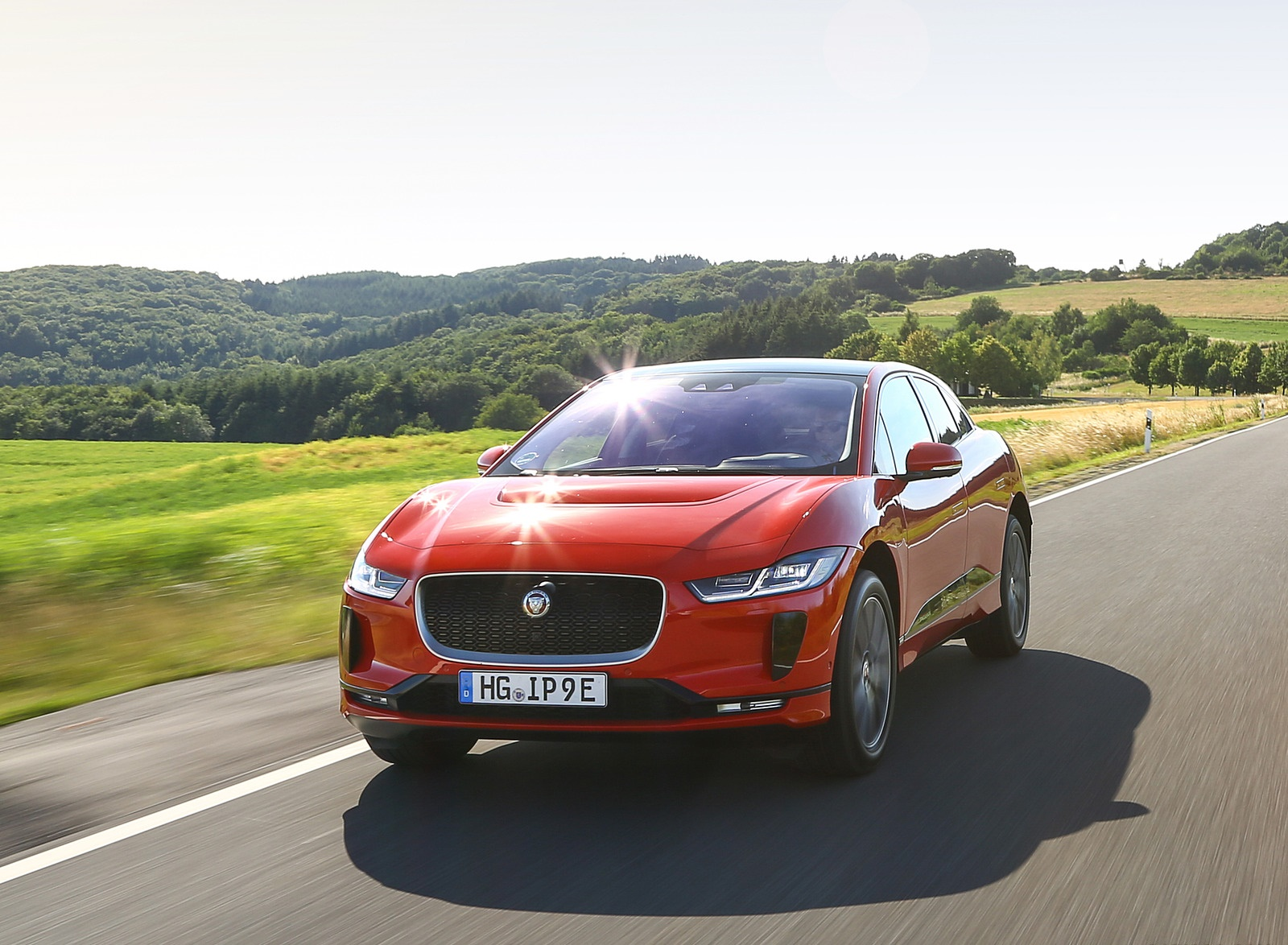 2019 Jaguar I-PACE EV400 AWD HSE First Edition (Color: Photon Red) Front Three-Quarter Wallpapers (3)