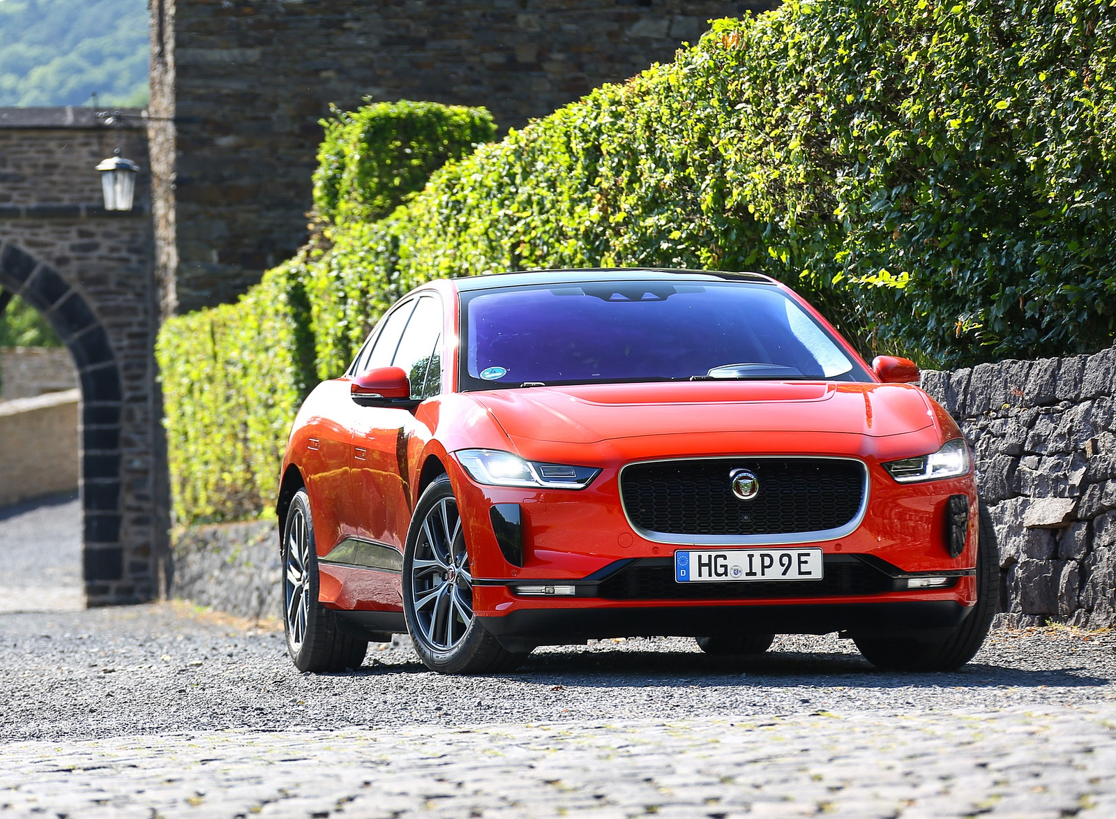 2019 Jaguar I-PACE EV400 AWD HSE First Edition (Color: Photon Red) Front Wallpapers #48 of 192