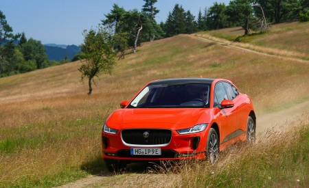 2019 Jaguar I-PACE EV400 AWD HSE First Edition (Color: Photon Red) Front Wallpapers 450x275 (37)