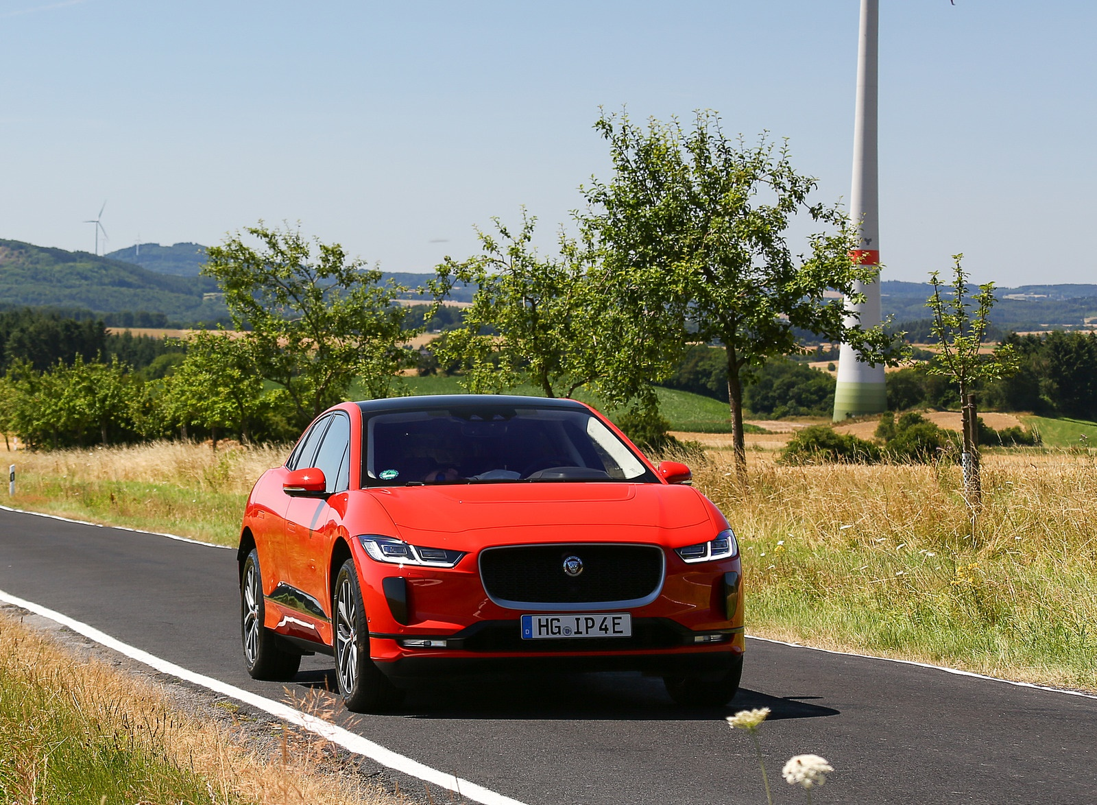 2019 Jaguar I-PACE EV400 AWD HSE First Edition (Color: Photon Red) Front Wallpapers #39 of 192