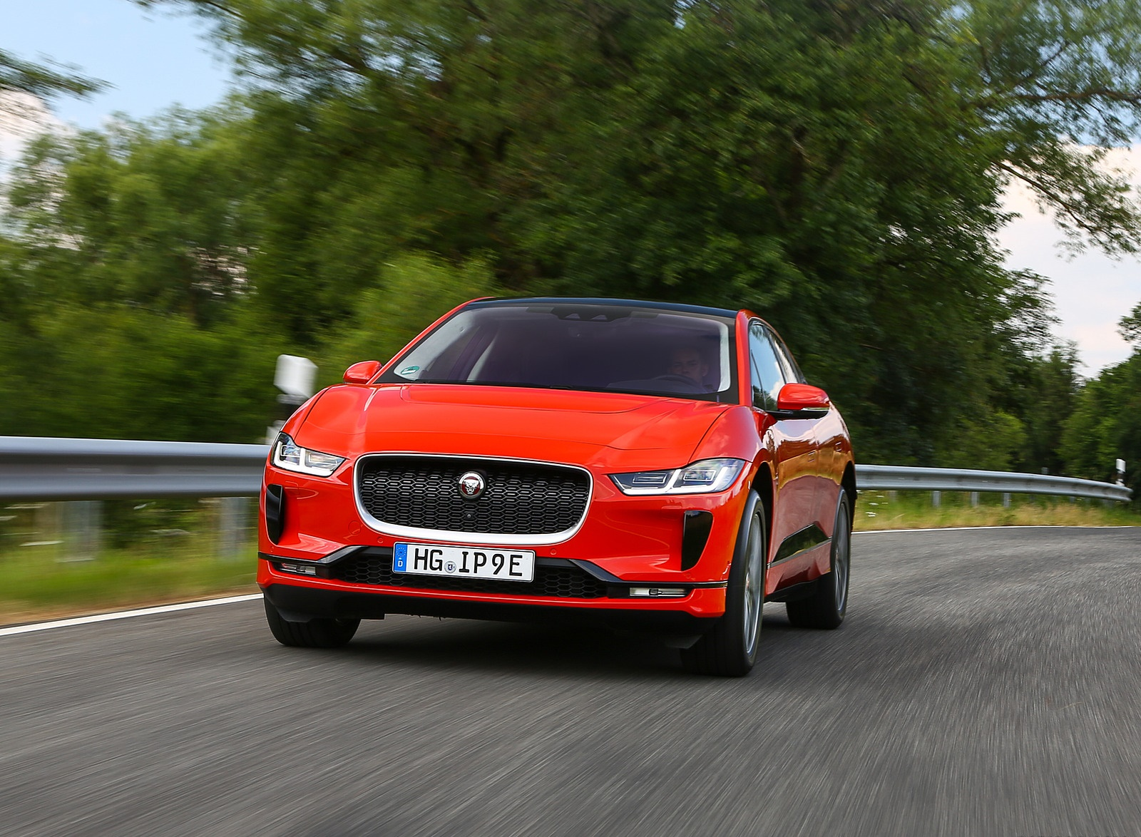 2019 Jaguar I-PACE EV400 AWD HSE First Edition (Color: Photon Red) Front Wallpapers #16 of 192