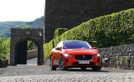 2019 Jaguar I-PACE EV400 AWD HSE First Edition (Color: Photon Red) Front Wallpapers 450x275 (49)