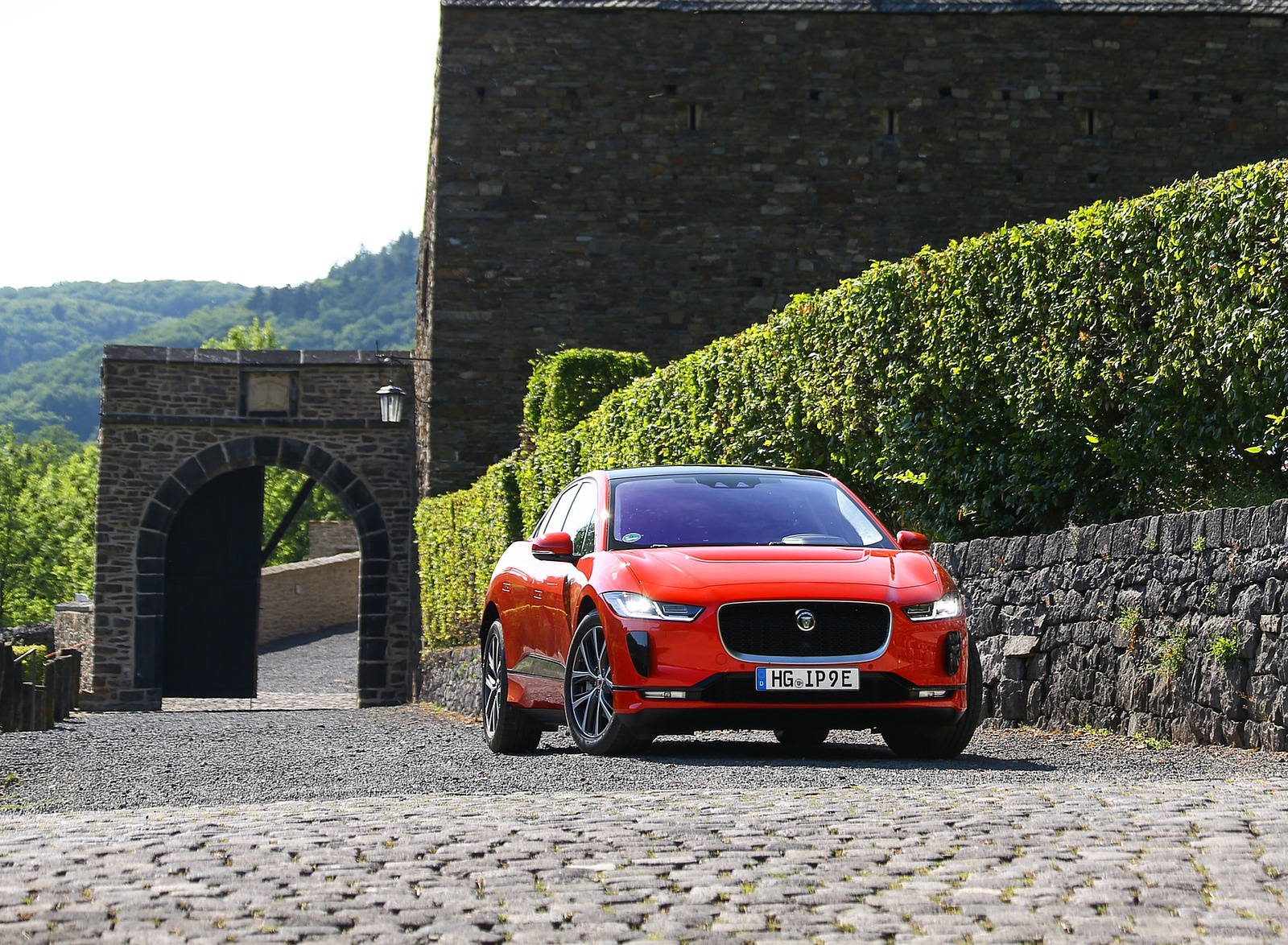 2019 Jaguar I-PACE EV400 AWD HSE First Edition (Color: Photon Red) Front Wallpapers #49 of 192