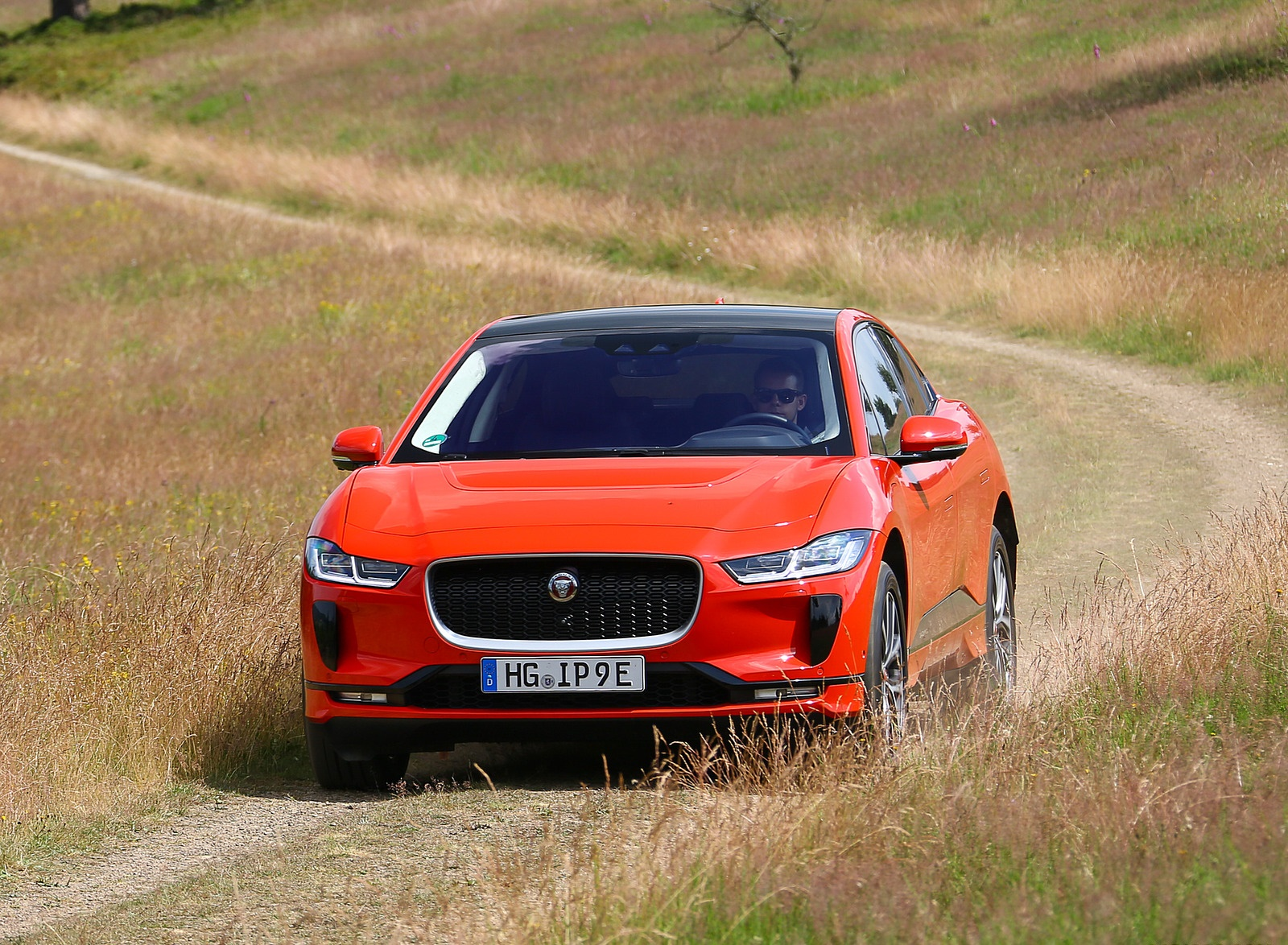 2019 Jaguar I-PACE EV400 AWD HSE First Edition (Color: Photon Red) Front Wallpapers #40 of 192