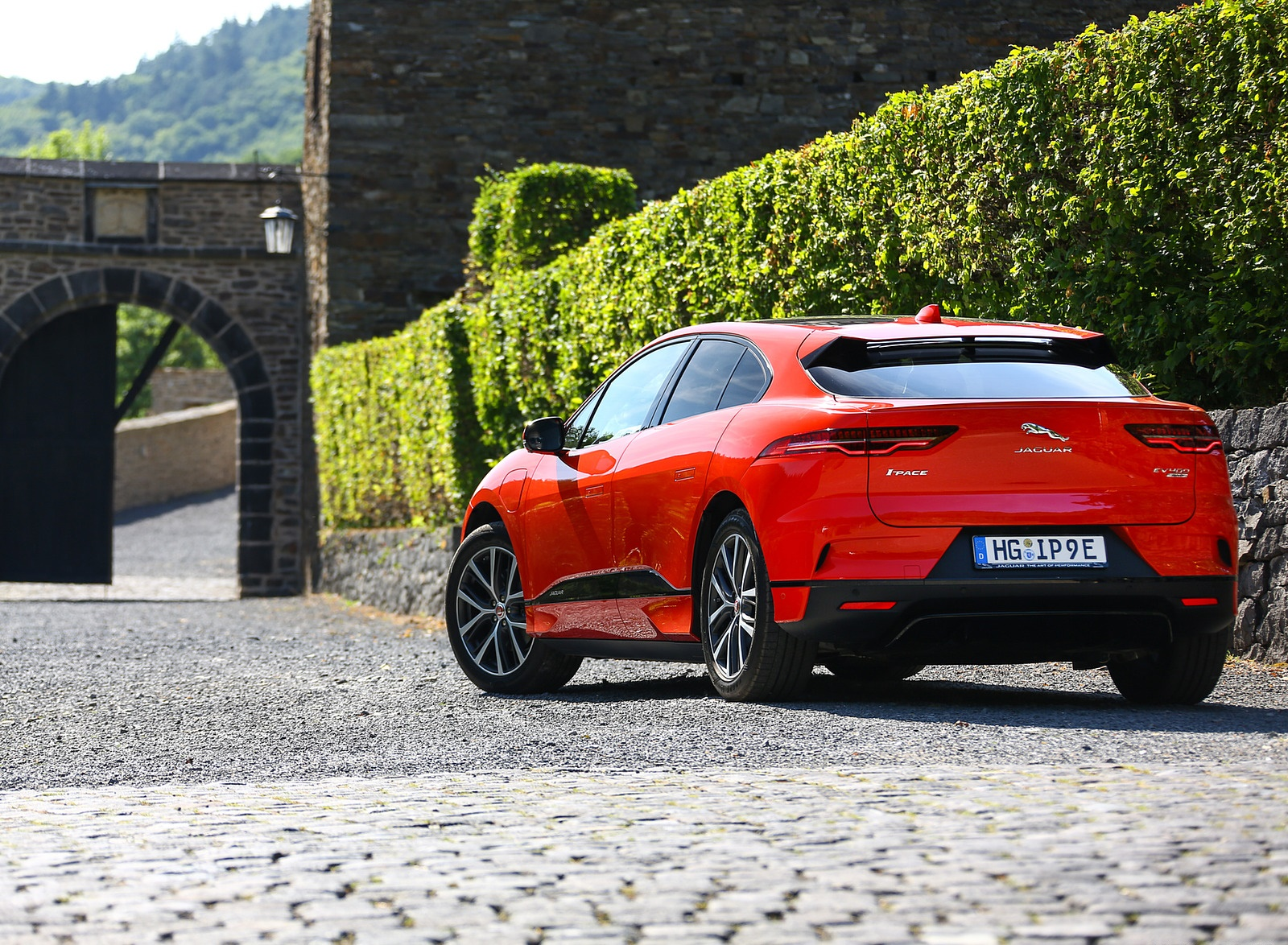 2019 Jaguar I-PACE EV400 AWD HSE First Edition (Color: Photon Red) Rear Three-Quarter Wallpapers #50 of 192