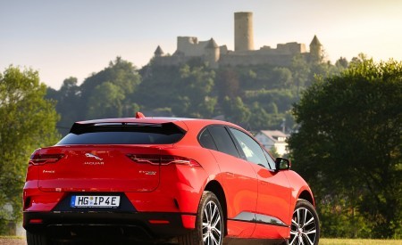 2019 Jaguar I-PACE EV400 AWD HSE First Edition (Color: Photon Red) Rear Three-Quarter Wallpapers 450x275 (60)