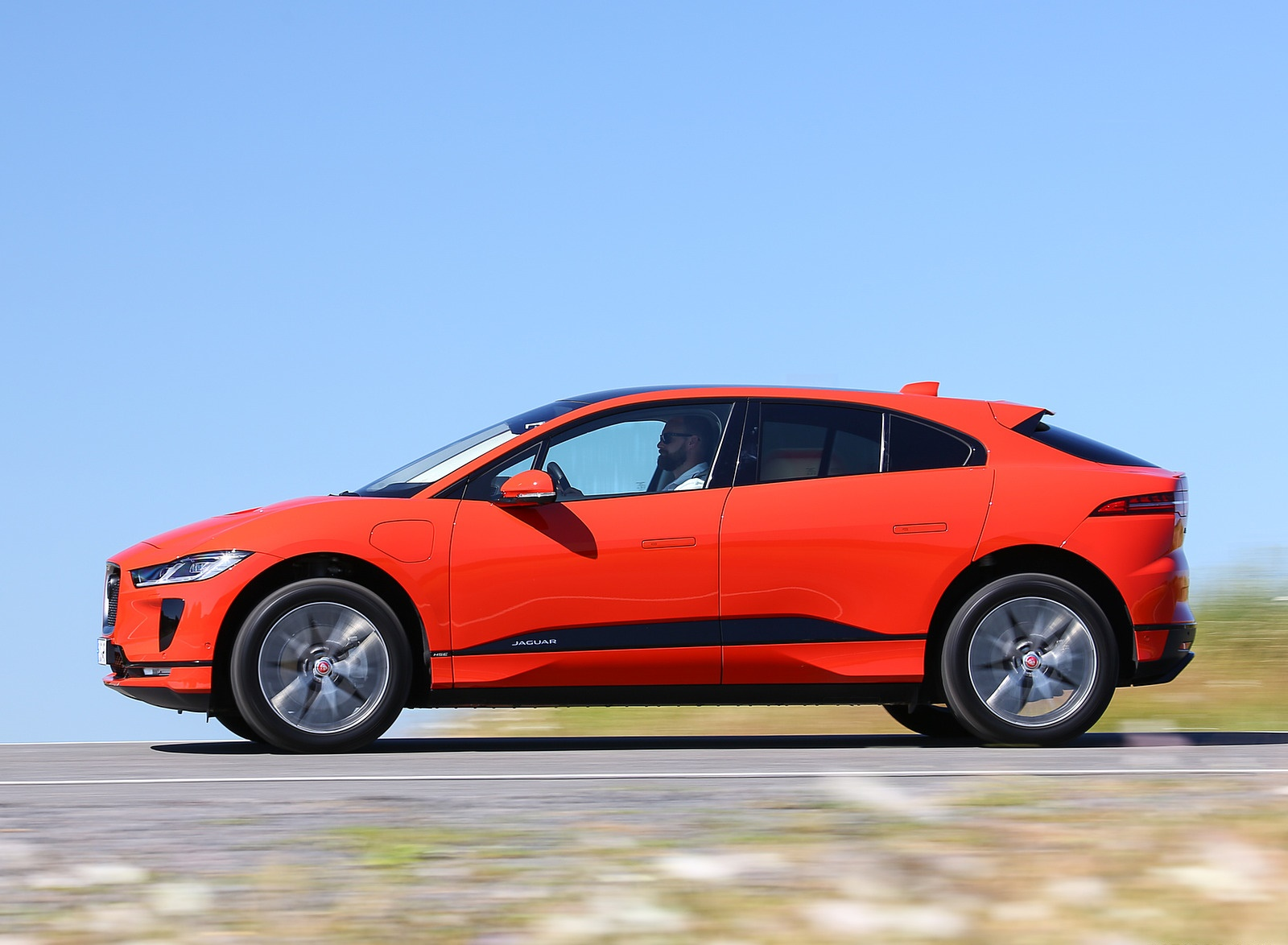 2019 Jaguar I-PACE EV400 AWD HSE First Edition (Color: Photon Red) Side Wallpapers #42 of 192