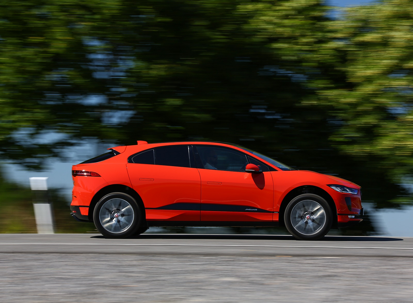 2019 Jaguar I-PACE EV400 AWD HSE First Edition (Color: Photon Red) Side Wallpapers #32 of 192